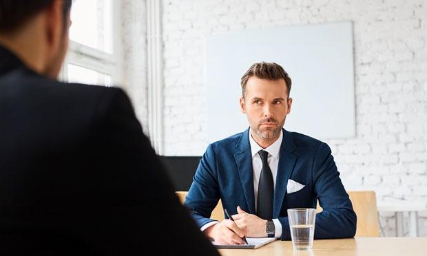Ilustrasi pria dan wawancara kerja. Shutterstock