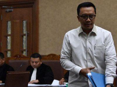 Menteri Pemuda dan Olahraga Imam Nahrawi bersiap untuk bersaksi dalam sidang kasus dugaan suap dana hibah KONI dengan terdakwa Sekjen KONI Ending Fuad Hamidy di Pengadilan Tipikor, Jakarta, Senin, 29 April 2019. ANTARA/Sigid Kurniawan