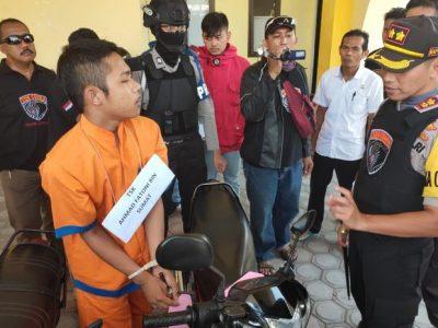 Tim Cobra Polres Lumajang kembali gelar rekonstruksi pencurian sepeda motor yang terjadi di Kompleks Stadion Semeru Jalan Toga Lumajang Jawa Timur.