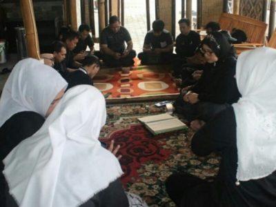 Pegawai Pemkab Purwakarta Memulai Kerja dengan Tadarus Al-Quran