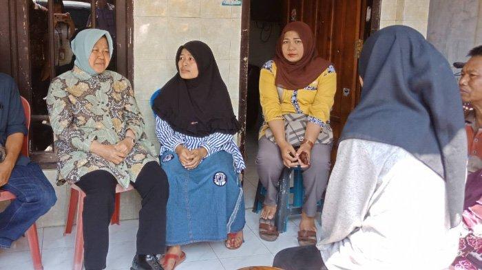 Risma Tarik Anak Petugas KPPS yang Meninggal Dunia Untuk Kerja di Pemkot Surabaya