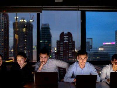 Terbiasa Kerja Malam?Jaga Kualitas Tidur dengan 9 Cara Ini,Batasi Konsumsi Kafein dan Hindari Cahaya