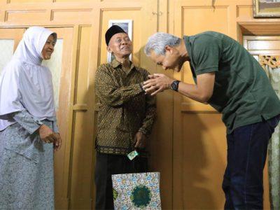 Hari Pertama Kerja, Ganjar Gelar Open House di Semarang